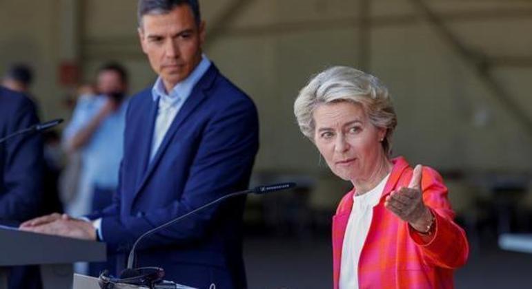 Ursula von der Leyen visitou abrigo na Espanha ao lado do primeiro-ministro Pedro Sánchez