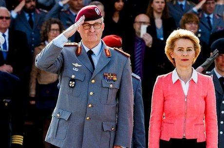 A ministra da Defesa alemã, Ursula von der Leyen, prometeu incrementar o orçamento do exército Dependência