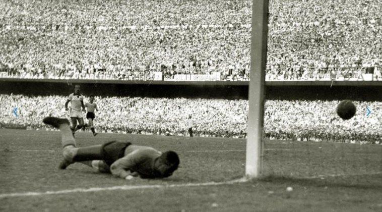Uruguai - Os dois títulos mundiais de Celeste Olímpica foram sem qualquer derrota. 1930 (4 vitórias e 0 empate) e 50 (3 vitórias e 1 empate)