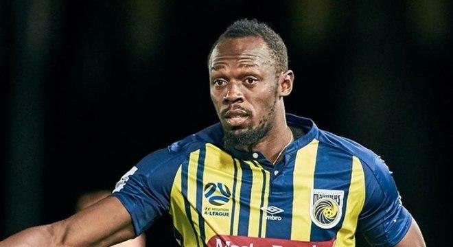 Usain Bolt dá seus primeiros passos no futebol pelo Central Coast Mariners