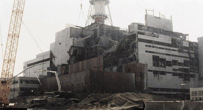 Em Chernobyl, um incêndio começou após a explosão de um reator de uma usina nuclear