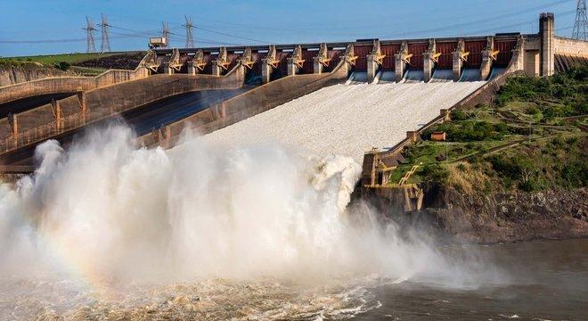 A usina de Itaipu, que tem como acionistas os governos brasileiros e paraguaio, é uma das subsidiárias da Eletrobras