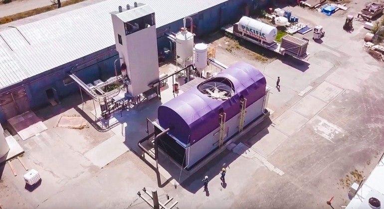 'A diferença é que a tecnologia DAC realiza o processo muito mais rapidamente, com pouco impacto ambiental e entregando o CO2 em uma forma pura e comprimida que pode ser armazenada – subterrânea ou reutilizada', completa