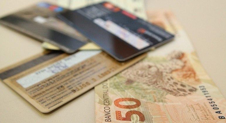 Bancos diminuem expectativa para alta da inadimplência em 2021, diz Febraban