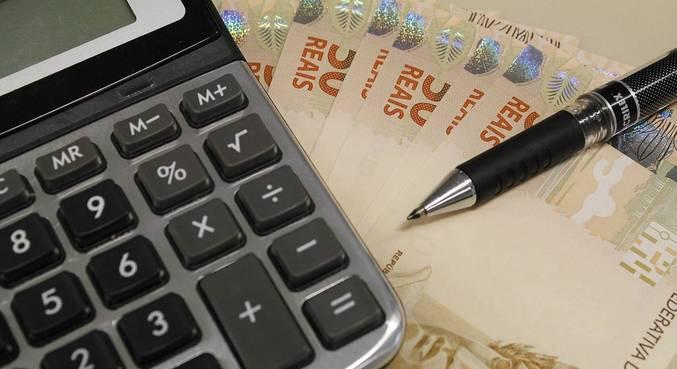 Microempresário precisa se virar para pagar as contas