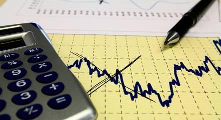 Prévia do PIB acumula perda de 4% em 12 meses