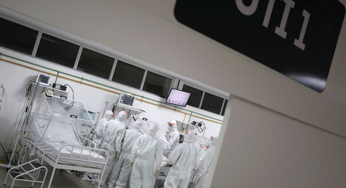 Unidade de terapia intensiva dedicada a infectados pelo novo coronavírus