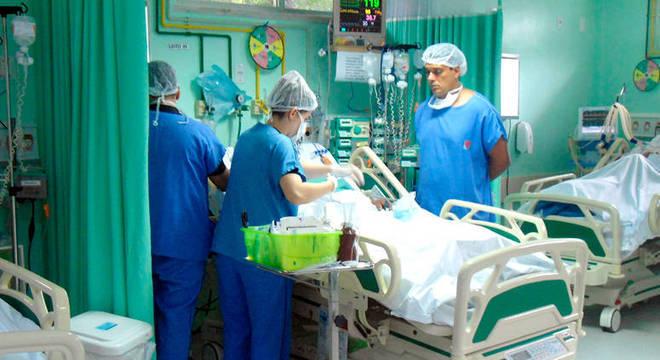 5% dos pacientes hospitalizados por covid-19 vão para a UTI [Unidade de Terapia Intensiva]