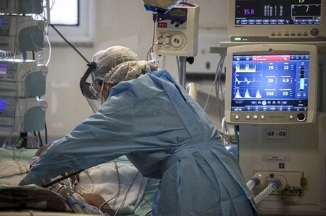 Excesso de imunidade causa  danos a tecidos e órgãos