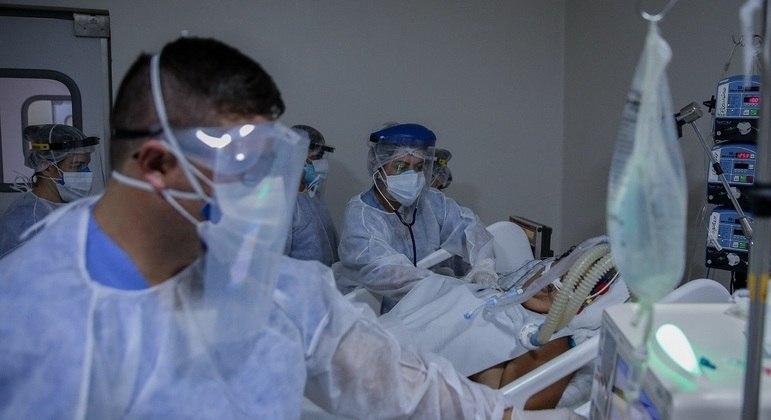 São Paulo tem 21 hospitais públicos com 100% de ocupação de UTIs para covid-19