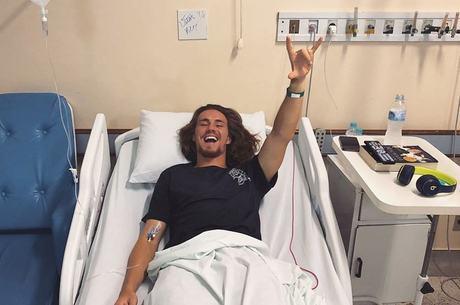 Vitor foi internado por crise de apendicite