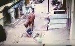 Com um golpe bem dado, faz o homem girarNÃO PERCA:Mulher vai parar no hospital após encostar em lagarta peluda tóxica