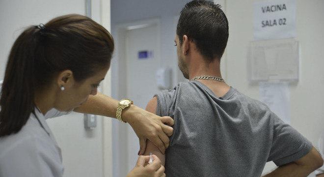 Jovens entre 15 e 29 anos são o público-alvo da campanha de vacinação contra o sarampo
