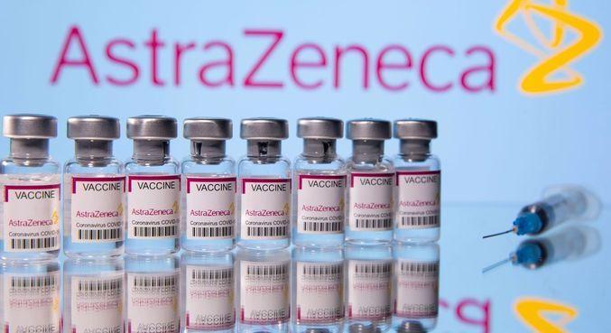 A vacina AstraZeneca contra a covid-19 é produzida pela Fiocruz no Brasil