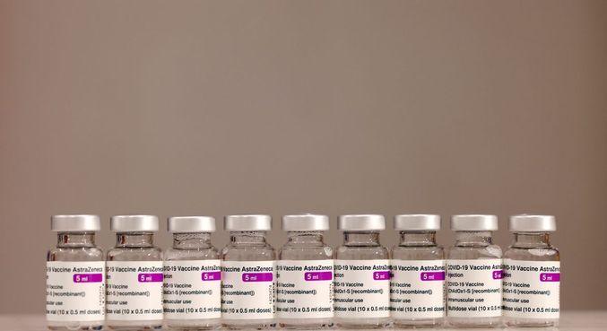 Áustria retira vacina de Oxford da campanha de vacinação