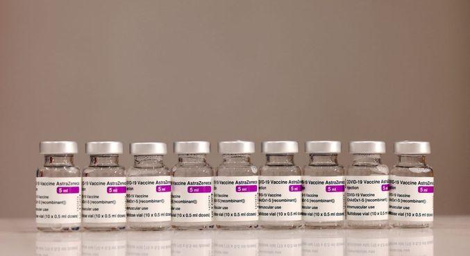 Além da vacina, a AstraZeneca desenvolveu coquetel de anticorpos para contra covid