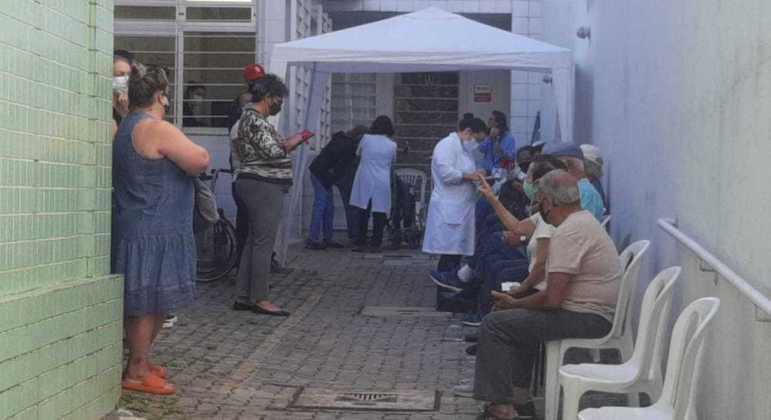Nesta semana, idosos com idade entre 69 e 71 anos são vacinados em BH