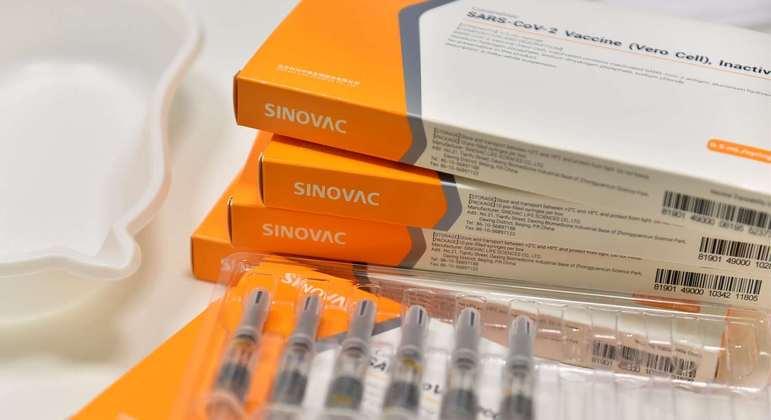 A CoronaVac é a 2ª vacina contra covid-19 mais aplicada no país, segundo o Ministério da Saúde