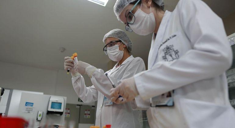 Hospitais de SP recebem doses de vacina contra o coronavírus