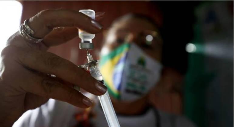 Estudo indica que vacinação em São Paulo deve priorizar periferia