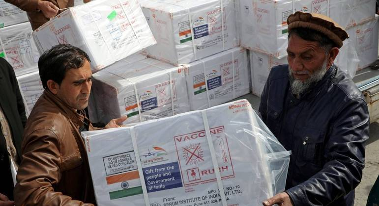 Índia está atuando na distribuição de vacinas nos países vizinhos e rivaliza com a China