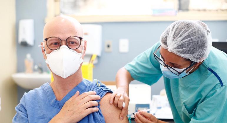 Prefeitura de Belo Horizonte estende vacinação a pessoas com 66 anos de idade