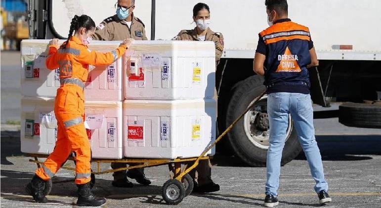 Ministro fala em regularização do estoque da CoronaVac para garantir 2ª dose