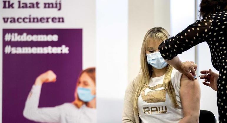 Dinamarca terá documento para controla quem tomou a vacina contra covid-19