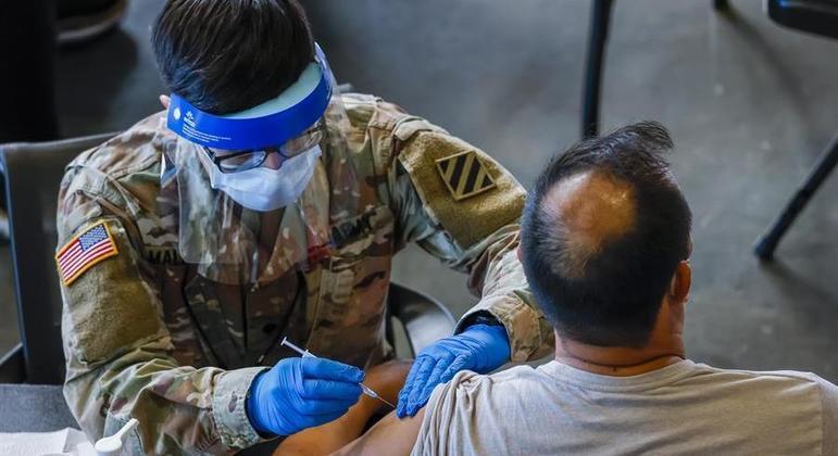 Estados Unidos aplicaram 225.640.460 doses de vacina contra Covid-19