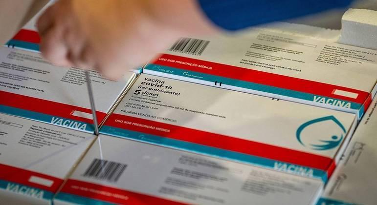 Fiocruz enfrentou dificuldades para conseguir liberar primeiros lotes de vacina