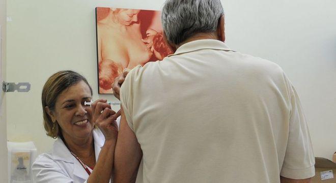 Expectativa é imunizar 58 milhões de pessoas até 31 de maio