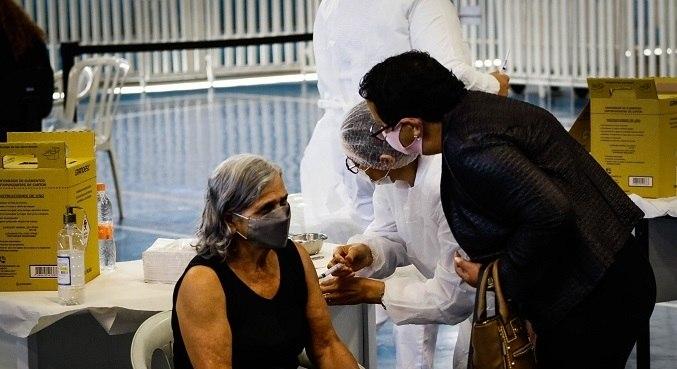 Idosos de 62, 61 e 60 anos, serão vacinados a partir de 6 de maio