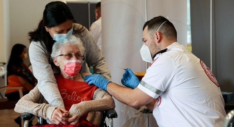 Variante delta é um dos motivos para vacinação complementar em Israel