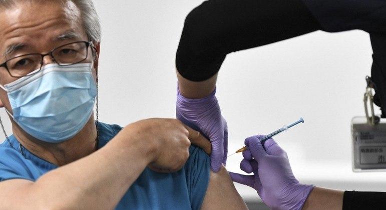 Governo japonês inicia campanha de vacinação a cinco meses dos Jogos Olímpicos de Tóquio