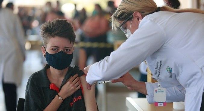 Para esse público, é aplicado o imunizante da Pfizer, único autorizado pela Anvisa