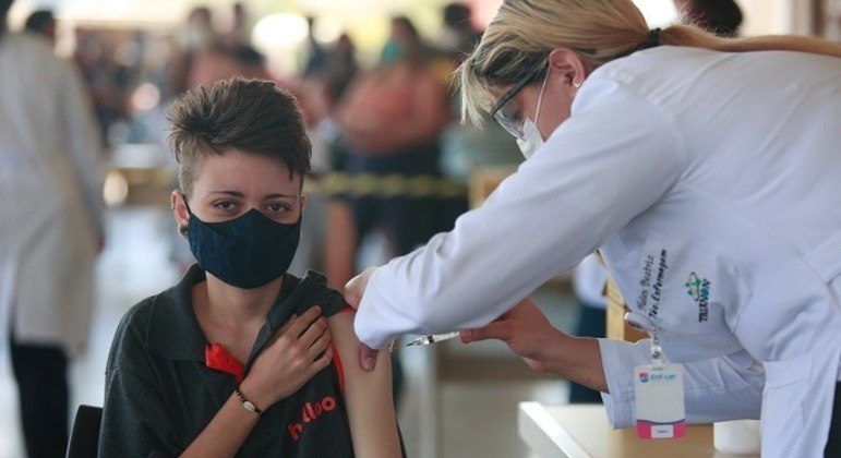 Vacinação de adolescentes já começou em vários estados