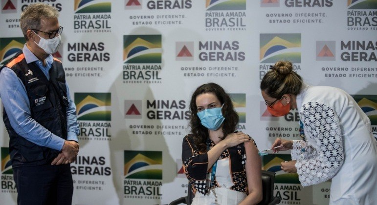 Governador Romeu Zema (Novo) acompanhou ato simbólico de vacinação