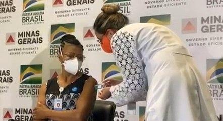 Cecé foi a primeira imunizada em Minas Gerais