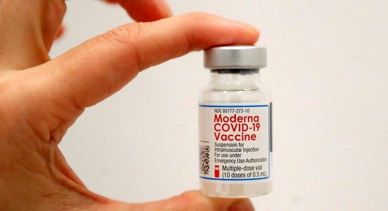Moderna trabalha em adaptação da vacina para elevar proteção contra variantes do vírus