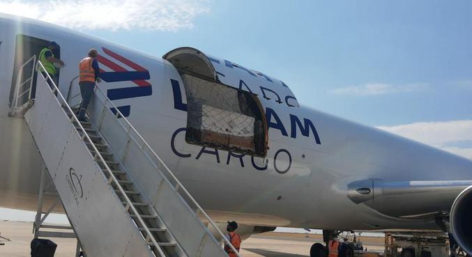 Novo lote com 1,5 milhão de doses chega ao Aeroporto de Viracopos, em Campinas (SP)