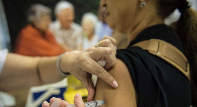 Passageiros devem apresentar documentação e carteira de vacinação, se possível