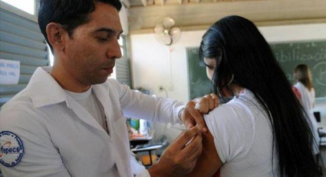 Profissionais de 15 a 29 anos são o foco da campanha contra sarampo deste ano