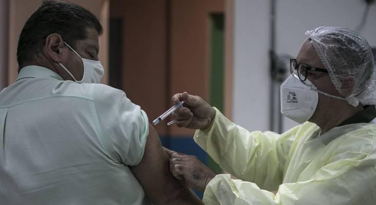Vacinação contra a gripe na  República, centro de São Paulo