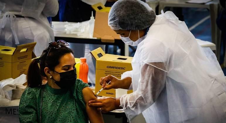 Estados e municípios que definem os próprios planos de vacinação correm o risco de ficar sem vacina