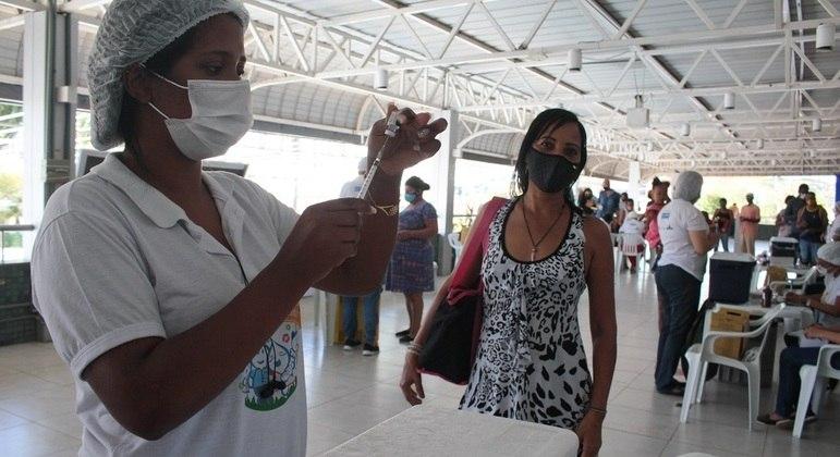 Mais de 106 milhões de brasileiros receberam ao menos a primeira dose da vacina