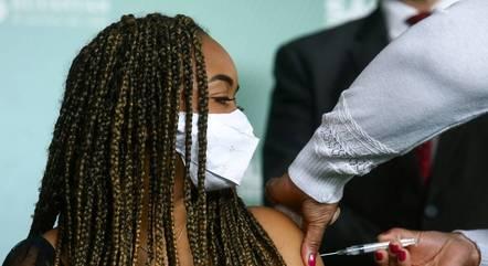 Adolescentes são vacinados em 63% das cidades
