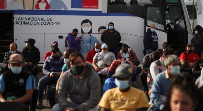 Chile tem cerca de 55% da população vacinada, maioria com a CoronaVac