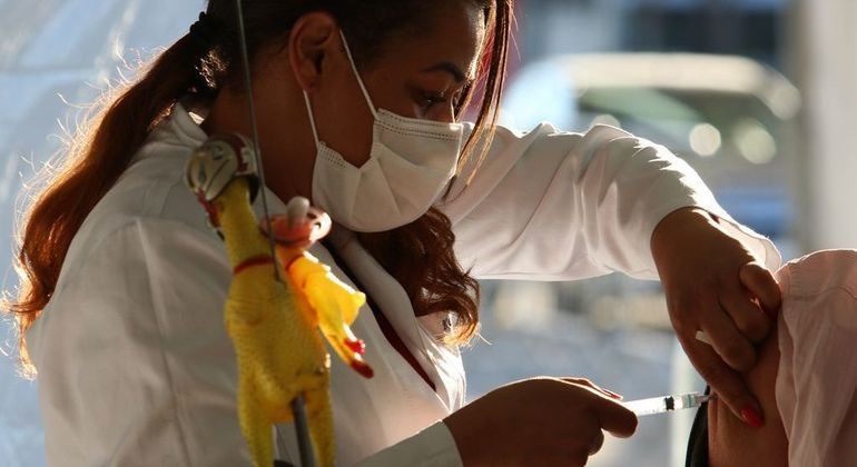 """""""Dia V"""" é realizado neste  sábado (2) para vacinar todos que ainda não receberam a 2º dose"""