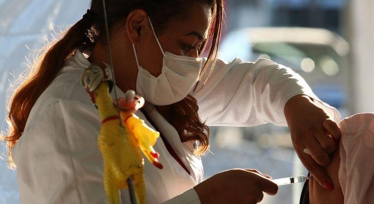 Adolescentes entre 12 e 17 anos serão vacinados a partir de quarta-feira (18)