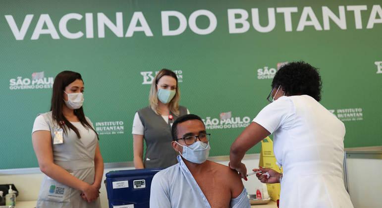 Início da vacinação no País: imunizante do Butantan como uma única opção é insuficiente